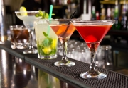 selection-of-colourful-cocktails-on-bar